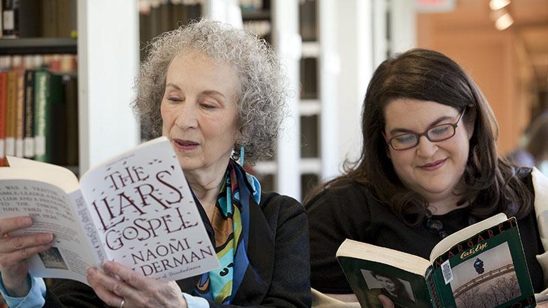 Naomi Alderman és Margaret Atwood