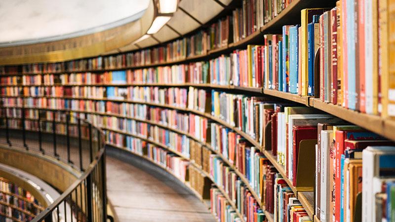 Az Egyesült Királyságban szigorú intézkedések mellett nyitnak a könyvtárak