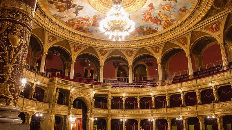 Heti 4-5 alkalommal élő közvetítéssel jelentkezik az Operaház