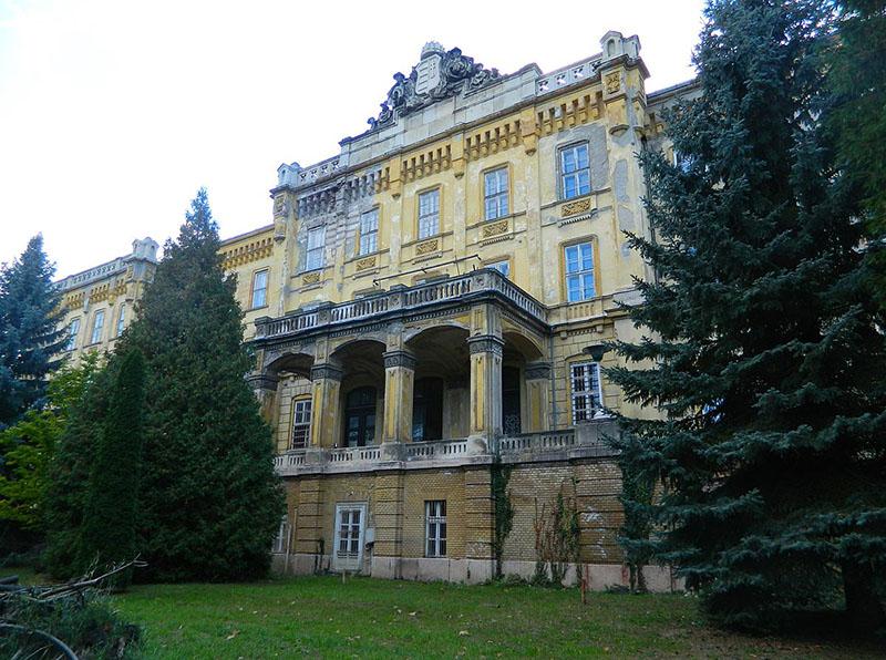 Zettl Lajos tervei alapján I. Ferenc József rendeletére épült intézet immáron 11 éve üresen áll