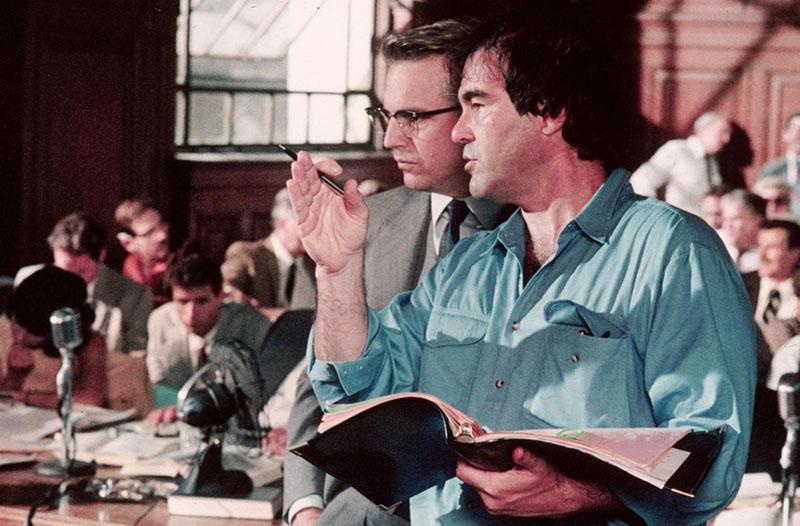 Kevin Costner itt színészként Oliver Stone-nal