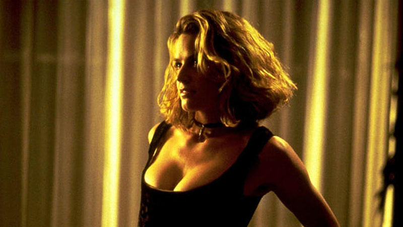 Elizabeth Shue, mint Sera (Las Vegas, végállomás)