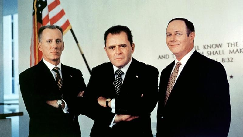 Az elnök és tanácsadói, James Woods, Anthony Hopkins, és J.T. Walsh
