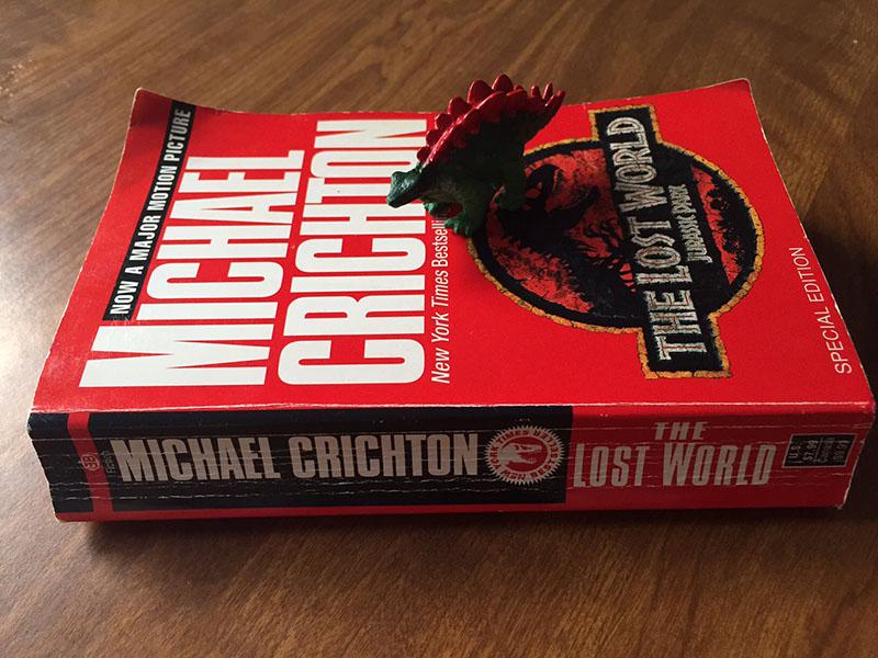 Crichton regényei megjelenésükkor szinte mindig az eladási listák első helyén nyitottak