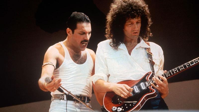 Freddie Mercury és Brian May 1985-ben a Live Aid koncerten Londonban