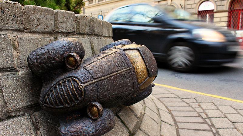 Rejtő Jenő regénye inspirálta bronzszobor Budapesten