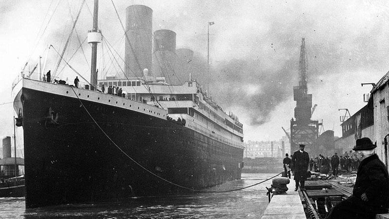 A Titanic kifut első és utolsó útjára