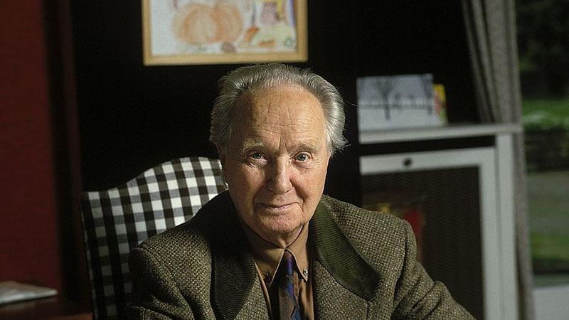 Robert Merle, a francia szómágus 1995-ben otthonában