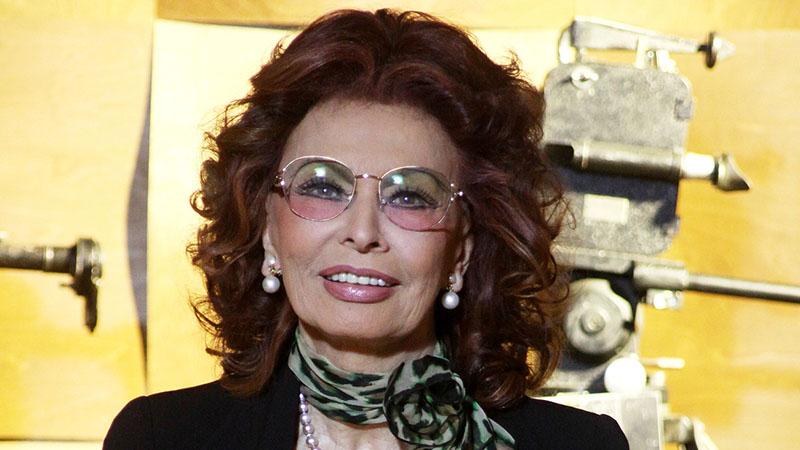 Sophia Loren 86 évesen sem pihen