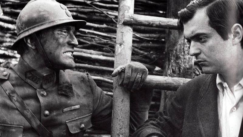 Kubrick és Kirk Douglas A dicsőség ösvényei forgatásán