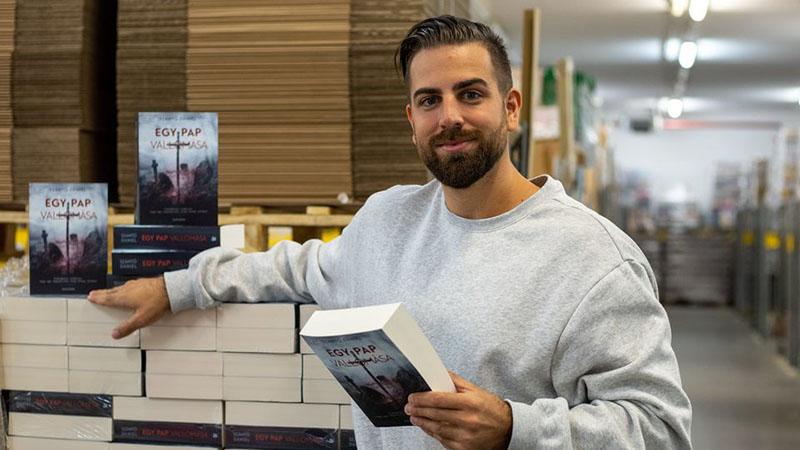 A szerző új regényével az Alexandra pécsi raktárában