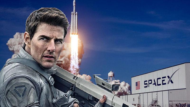Tom Cruise egy négyszemélyes űrhajóval, és a film rendezőjével utazik majd